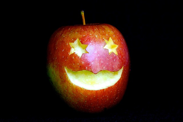 arti idiom apple of your eyes