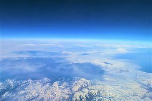 arti peribahasa bagai bumi dengan langit