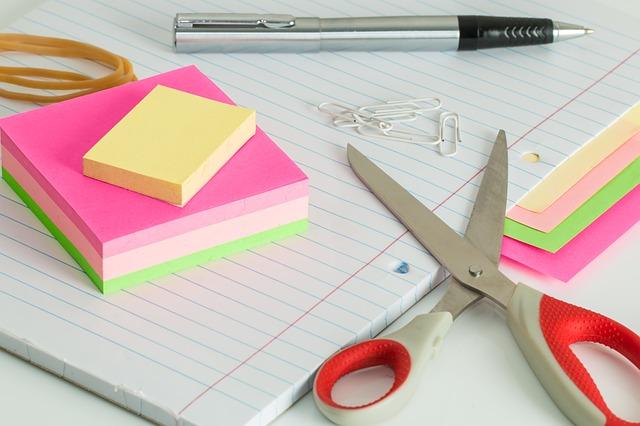 Arti Peribahasa Menggunting Dalam Lipatan Pojok Menulis
