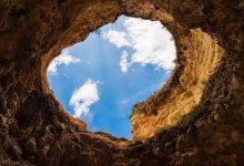 Arti Peribahasa Barangsiapa Menggali Lubang Ia sendiri terperosok ke dalamnya